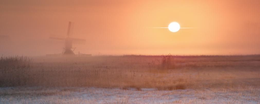荷兰挪威雪后日出洁白无瑕日光柔和