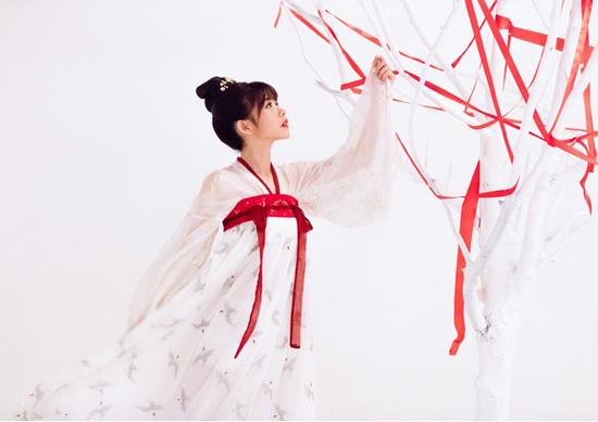 SING女团《寄明月》MV改良汉服 融合杂技造国风