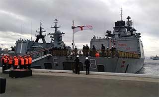印度军舰远航抵达俄军港参加联演