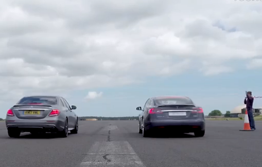 特斯拉Model S P100D 与奔驰E63 AMG飙车 看看谁更快