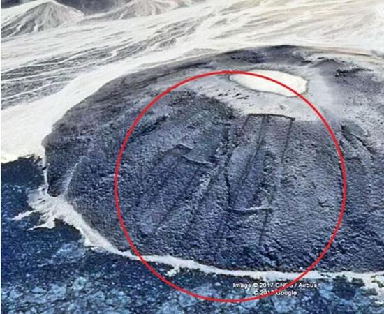 """沙特沙漠现400座神秘""""石门"""" 或有7000年历史"""