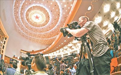 外国记者:中国共产党对整个世界的重要性不言而喻