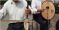大爷天团用自制土乐器演奏