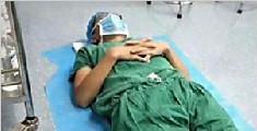 医生手术23小时席地而睡
