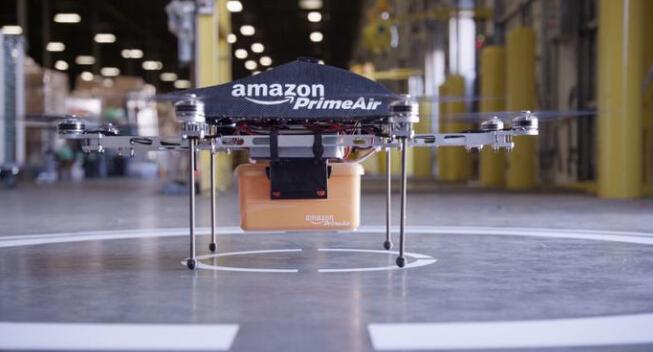 汽车半路没电了?亚马逊新专利无人机为汽车送电池