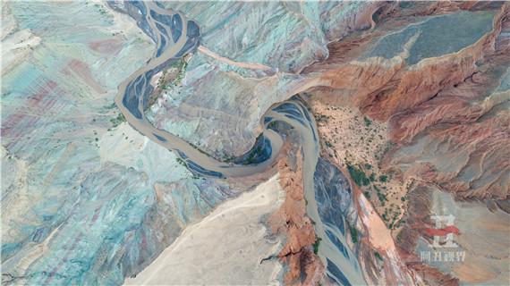 航拍新疆努尔加大峡谷 气势蓬勃
