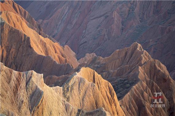 航拍新疆努尔加大峡谷