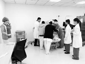 护士接力抢救窒息患者