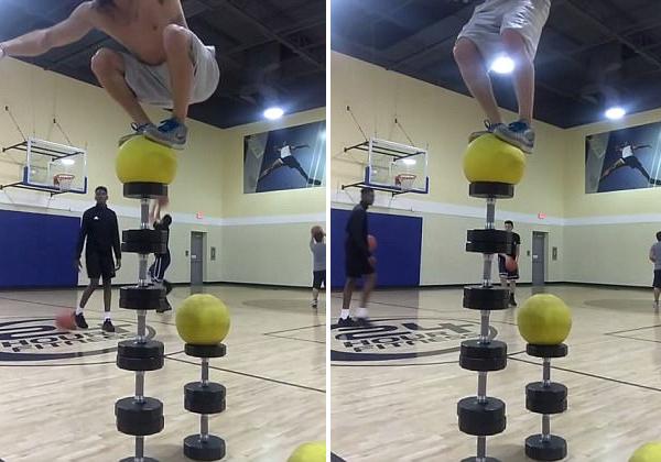 震惊!美海军表演特技跳跃展示非凡平衡力
