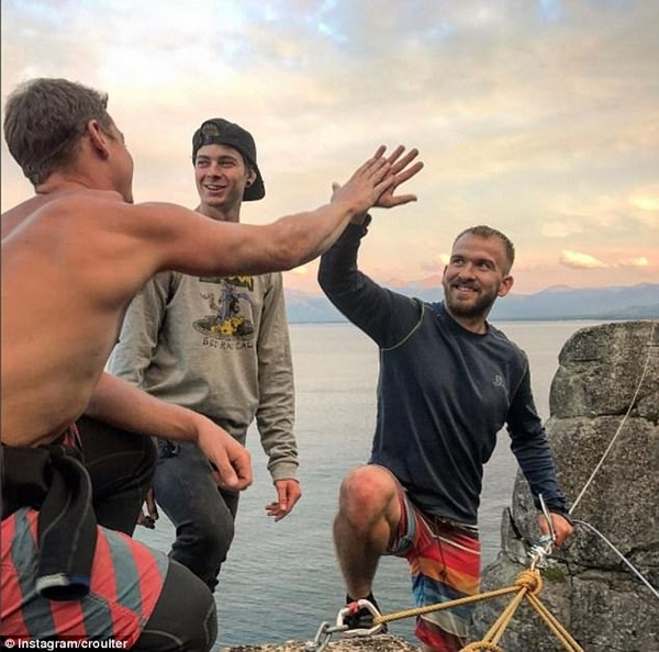 美三名勇者挑战30米高空绳索摆荡 重现精彩一刻