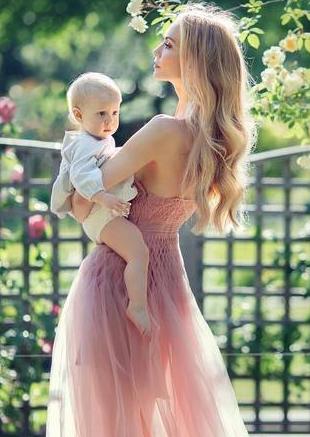 有着比超模还好的身材,却是两个孩子的妈