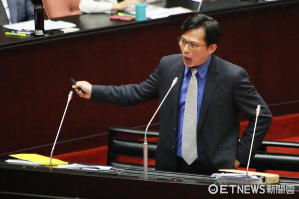 罢免黄国昌联署跨过第2阶段门槛!发起人吁选民站出来