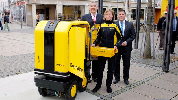 DHL快递机器人PostBOT在德国提供送货服务