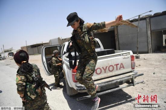 美国务卿:解放拉卡是全球联合打击IS重要里程碑