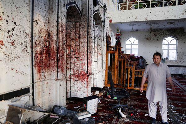 阿富汗两座清真寺遭袭