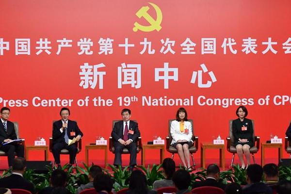 """参加""""农业科技创新""""集体采访现场的党代表"""