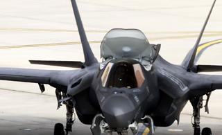 驻日美军F-35B摩拳擦掌 一次出动4架进行训练