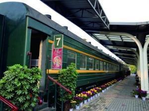 退役绿皮火车变身餐厅 山东一高校火车餐厅走红