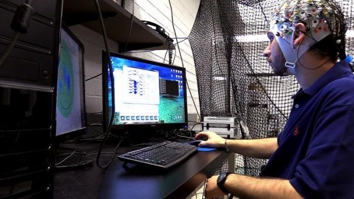 脑电波能控制一群无人机 这技术美国国防部都支持