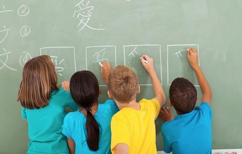 中国侨网资料图:学中文。(英国《华商报》)