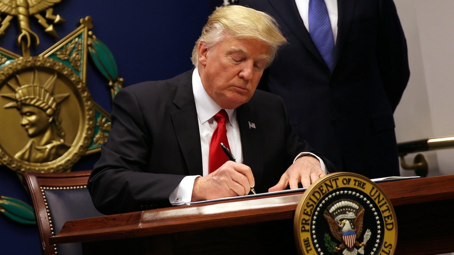 特朗普将再签移民禁令 规定更严准入标准人数上限