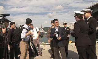 美爹超级航母驾到韩大批记者围观