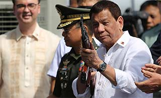 俄罗斯向菲律宾转交大量武器