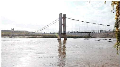 英媒:这座中国大桥太炫酷了 网友直呼想跪着走完
