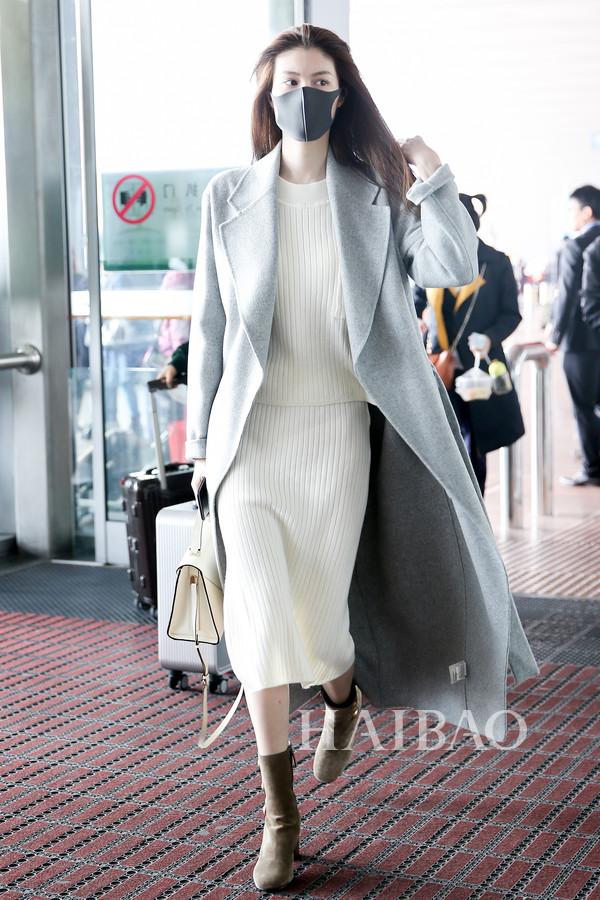 何穗2017年10月19日机场街拍:由北京前往上海-41岁的赵薇素颜更图片