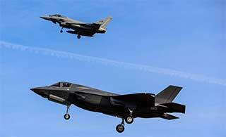 意产F35B在台风战机伴飞下首飞