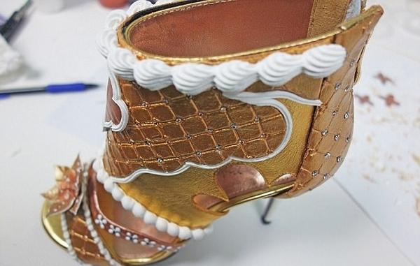 英设计师用黄金钻石打造世界最贵高跟鞋 价值近亿元