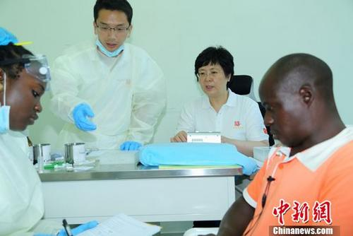 全球首个获批新药埃博拉疫苗研发者获2017年度何梁何利奖