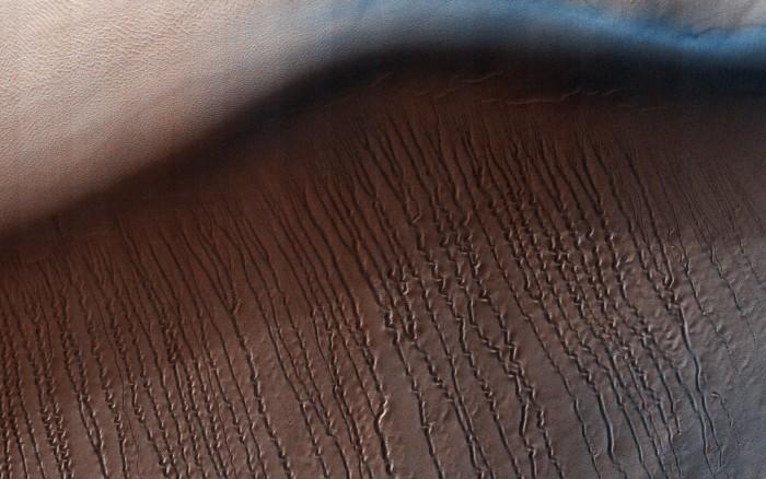 """NASA对火星上出现的奇怪""""划痕""""作出解释"""