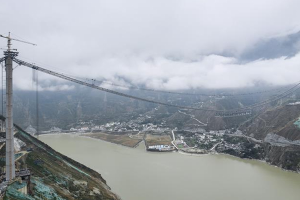 川藏第一桥:建设在高海拔、高地震烈度带