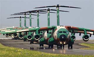 日本C1运输机象步气势逼人