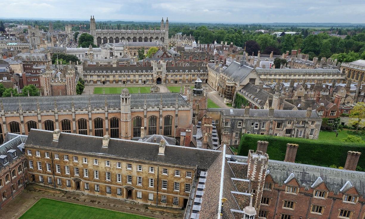 """英国议员痛斥牛津剑桥""""潜规则"""":录取富裕白人家庭的孩子"""