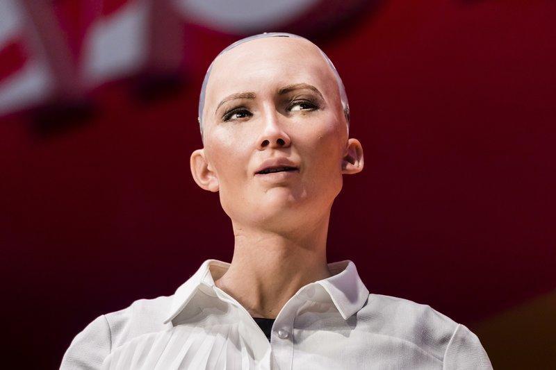 沙特授予一个机器人公民身份 它有人的权利吗?