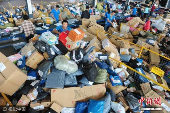 """快递包装污染需""""解药"""" 立法推动是托底措施"""