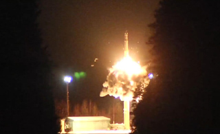 俄罗斯露出核獠牙:接连发射4枚洲际核导弹