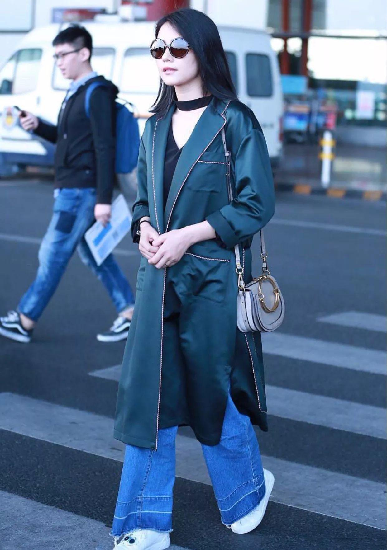 阔腿牛仔裤_长大衣+阔腿裤,时髦又高级的最佳秋装搭配!_时尚_环球网