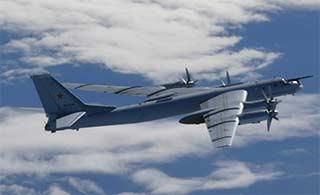 俄2架图95绕飞日本 美日战机紧跟