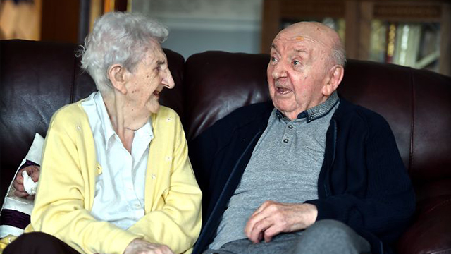 98岁母亲和80岁儿子同住一个养老院 母爱不会因时间而停止