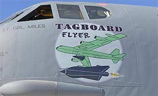美军B52涂装纪念神秘侦察机