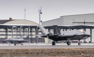 美军12架F35A即将部署亚太 打头阵的两架已抵达