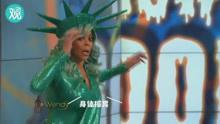 """""""自由女神""""主持人直播时,突然倒在台上!"""