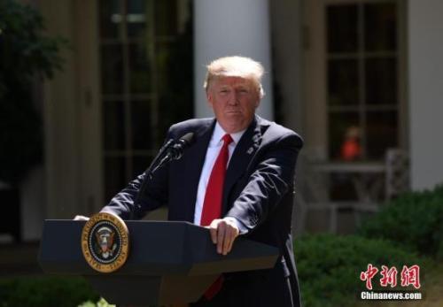 """日美首脑举行电话会谈 确认建立""""紧密同盟关系"""""""
