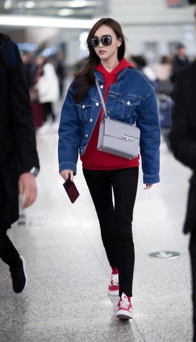 酒红色帽子搭配_卫衣内搭的100种方法,这样穿保暖又时髦简直美爆了!_时尚_环球网