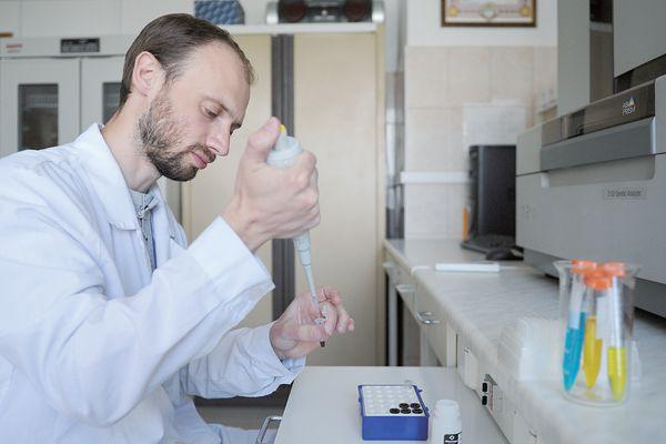 美国研发基因武器?普京:有人采集俄生物资料