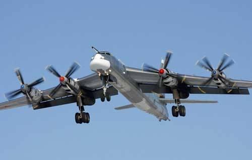 俄图95轰炸机飞近美里根号航母 美派战机拦截