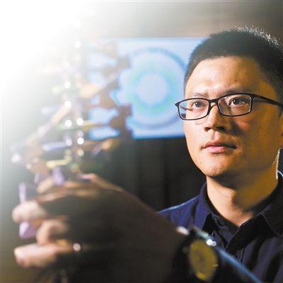 从高颜值学霸到生物科学家 他捧起澳洲最高科学奖